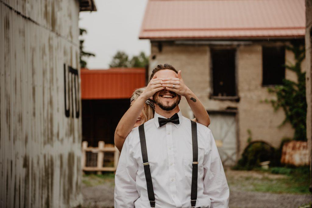 若另一半對結婚抱有積極印象的話,被逆求婚時可能會無比開心,反之也有些男性覺得被期待結婚是件很沈重的事情。