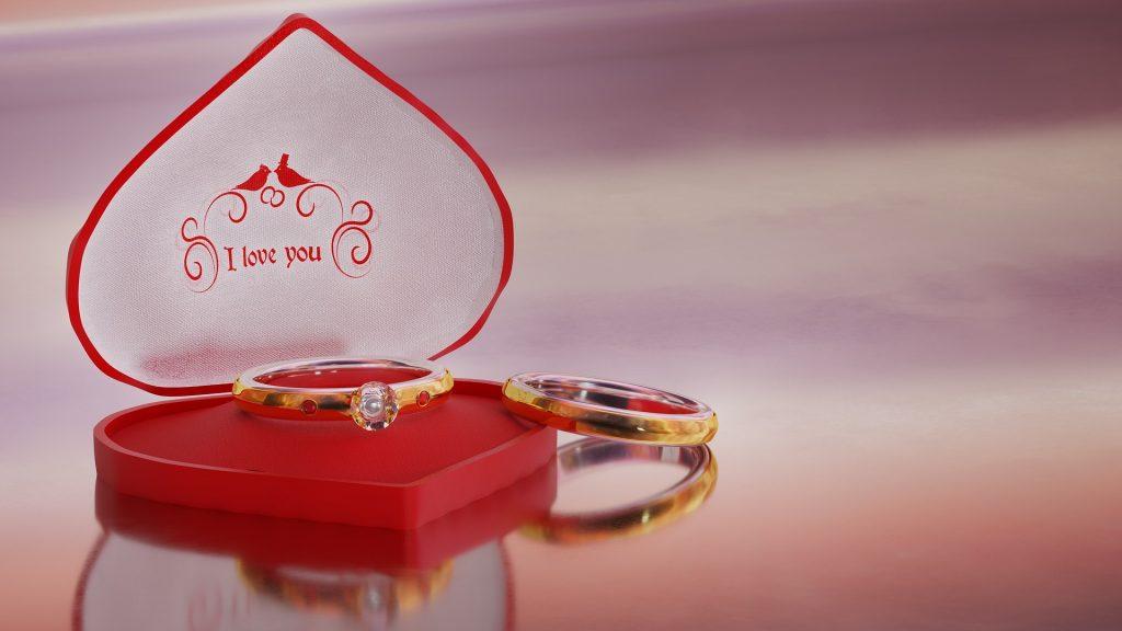文定儀式用的金戒指加上一個銅戒,用紅線綁住,有永結同心的含義。