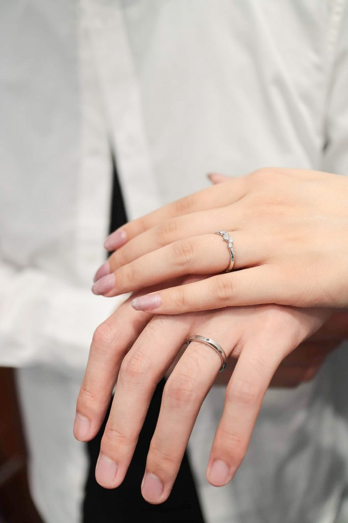 依照倆人平日的穿搭及各自的喜好,來決定結婚對戒的設計已成為主流。