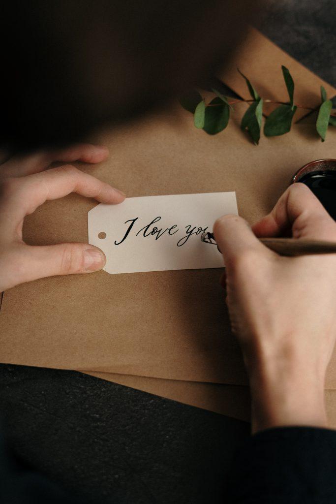 與其說些生硬的求婚臺詞,不如用自己的話,表達自己想結婚的坦率心情,這才是最重要的。