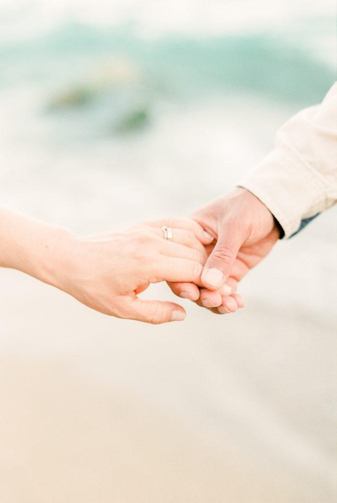 您平時佩戴婚戒嗎?還是只有特殊場合才偶爾佩戴呢?亦或是幾乎不佩戴呢?