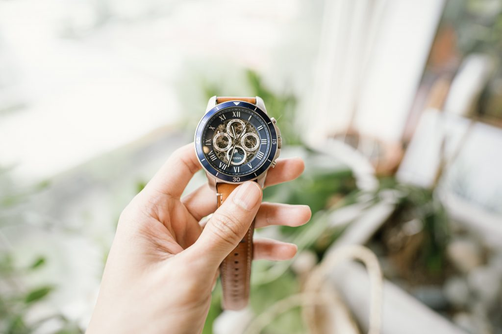 送他一只能夠使用長久、好一點的手錶,能讓他有著「未來我們要一起共度時光」的想法。