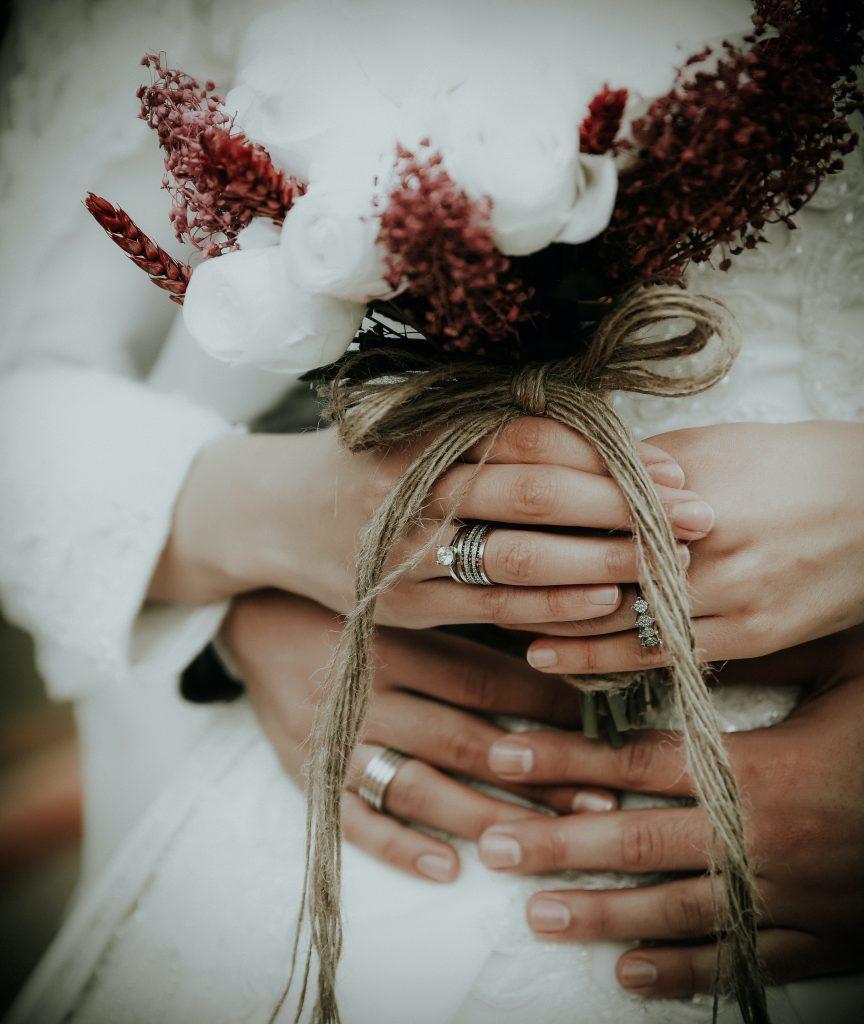 對自己的結婚對戒感到後悔的學姊竟然高達了44.2%,到底這些學姊是對於婚戒的哪個部分感到後悔呢?