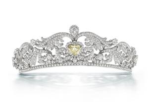 用真正的鑽石製成的鑽石頭飾