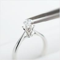 訂婚戒指上鑲鑽的示意圖