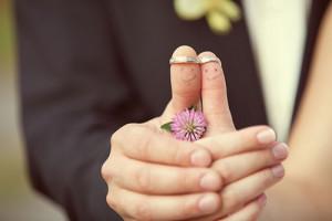ウェディング写真に指輪を入れるイメージ