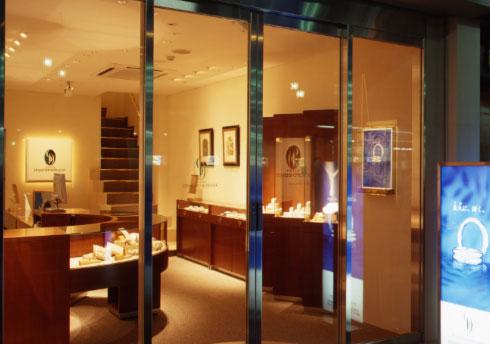 埼玉県で婚約指輪・結婚指輪を探すなら「銀座ダイヤモンドシライシ」大宮店